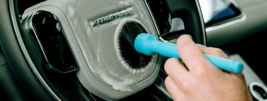 Blog - Hoe zelf het interieur van je auto reinigen - Volg deze tips van Mobile Clean.